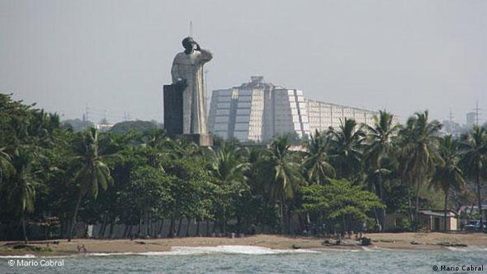 Statue Fray Antón de Montesinos in Santo Domingo (Mario Cabral)
