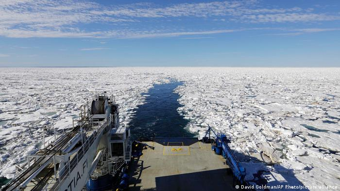 El paso por la costa siberiana está cada vez más libre de hielo debido al cambio climático.
