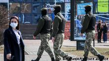Belarus Minsk Polizei versucht angekündigte Proteste zu unterbindet