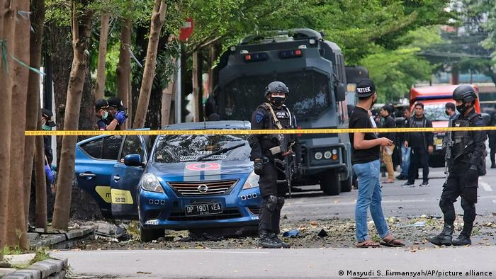 Serangan bom bunuh diri terhadap gereja di Makassar