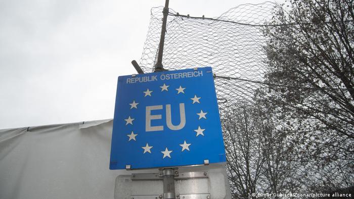 EU Schild an der österreichischen Grenze