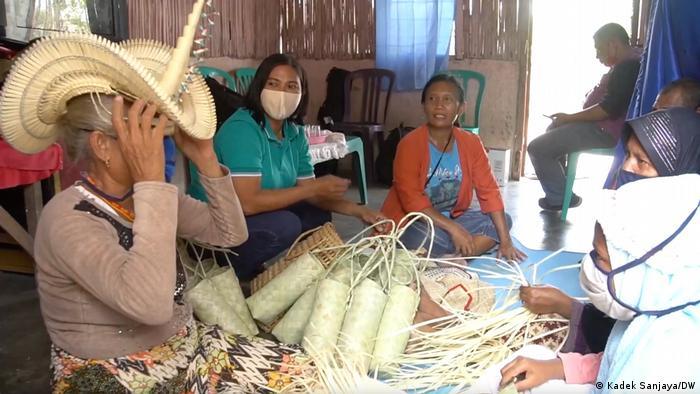 Perempuan.perempuan Nusa Tenggara Timur