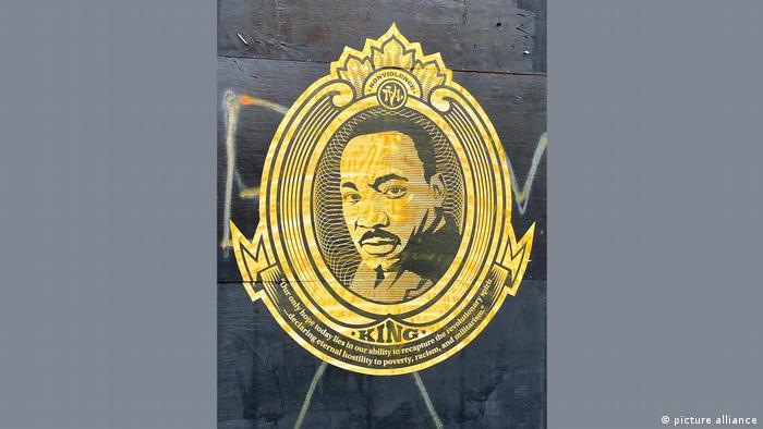 Ein goldenes Portrait des Bürgerrechtlers Martin Luther King jr.
