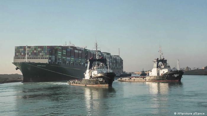 Las autoridades egipcias incautaron el megabuque que en marzo bloqueó el canal de Suez por casi una semana, a la vez que exigieron una compensación de 900 millones de dólares. El buque está ahora oficialmente incautado'', dijo el jefe de la Autoridad del Canal de Suez. No quieren pagar nada, agregó (13.04.2021).