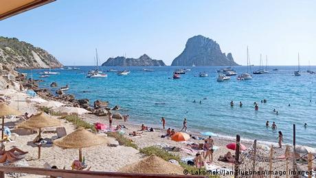 Pe insula Mallorca au sosit deja primii turişti