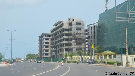 Rohbauten entlang der Marina
