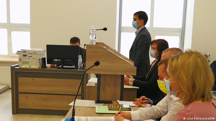 Адвокат Сметана вимагає доказів та документів від СБУ, які стали підставою для застосування санкцій проти трьох телеканалів