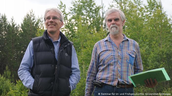 Thomas Terberger (l.) und Mihkail Zhilin am Shigir-Fundort (25.06.2014)
