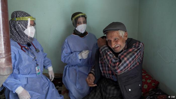 Vorschaubild | Video - Turkey: doctors climb to vaccinate remote populations