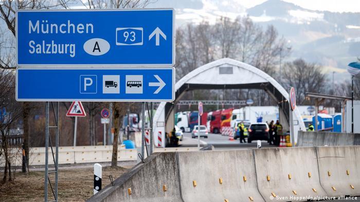 Grenzübergang Kiefersfelden zwischen Tirol und Bayern