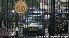 31.03.2021 A police security team guard the entrance to the Indonesia National Police Headquarters in Jakarta on March 31, 2021, after gunfire was heard in the compound. (Photo by Mariana / AFP) (Photo by MARIANA/AFP via Getty Images)