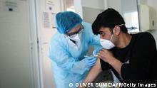 Serbien Obrenovac   Corona Impfung von Migranten