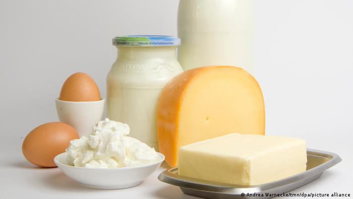 مواد غذائية غنية بفيتامين بي 12.