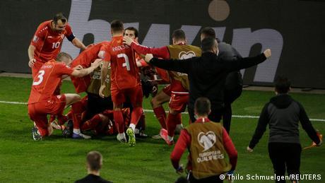 Reprezentativci Sjeverne Makedonije slave pobjedniöki gol u utakmici protiv Njemačke u Duisburgu