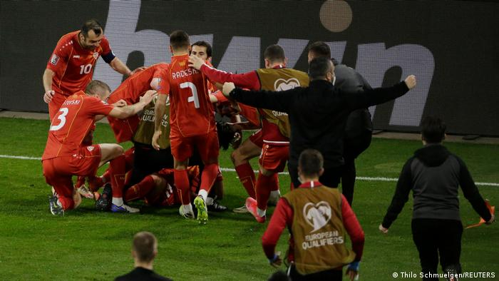 Ovako su gol koji im je doneo pobedu proslavili reprezentativci Severne Makedonije u utakmici protiv Nemačke u Duizburgu. Meč kvalifikacija za Svetsko prvenstvo 2022. okončan je rezultatom 2:1 za goste.