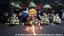 Mexiko Trauer für drei Opfer vor dem Büro des Gouverneurs in Guerrero