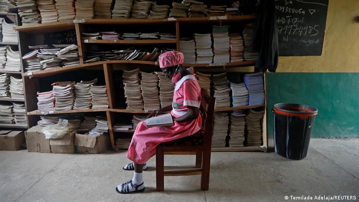 BG 50-jährige nigerianische Schülerin