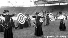 Sport | Olympische Spiele 1908 - Bogenschießen der Frauen