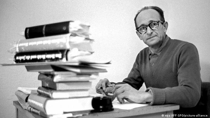 Эйхман готовится к процессу в израильской тюрьме. 1961 год