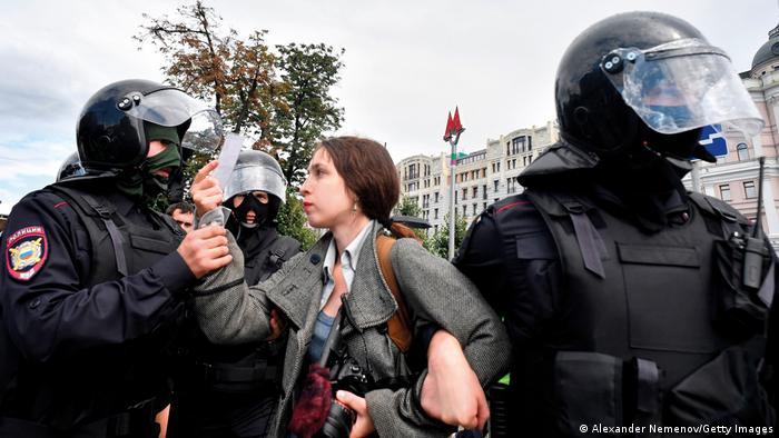 Weltzeit 1   2021   Polizei nimmt Journalistin in Moskau fest
