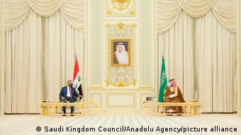 Saudi-Arabien, Riyadh | Premierminister Mustafa Al-Kadhimi (Irak) mit saudischem Kronprinz Mohammed bin Salman