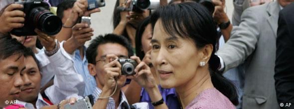 NO FLASH Aung San Suu Kyi