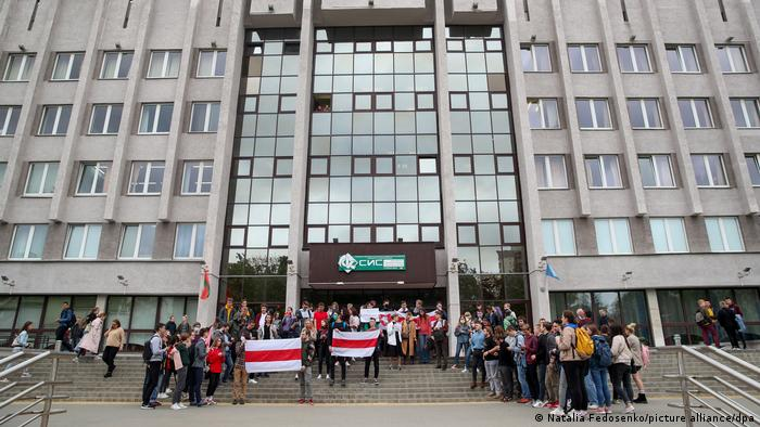 A picture showing demonstrators at the entrance to the Belarusian State University of Informatics and Radioelectronics