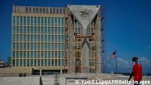 Kuba Havanna | Kubanische Flagge aus Zement vor US-Botschaft
