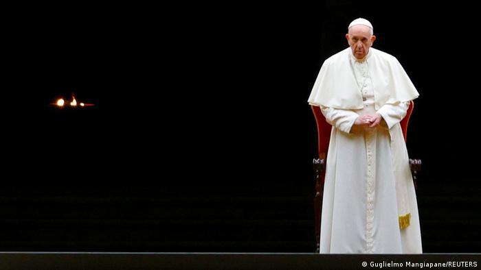 Papst Franziskus schmiss Kardinal Becciu 2020 aus dem Staatssekretariat und entzog diesem die Finanzhoheit