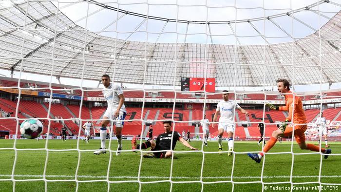 Fußball Bundesliga 27. Spieltag |Bayer 04 Leverkusen vs. FC Schalke 04 | 1. TOR Leverkusen