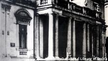 Eingangsbereich der im Jahr 1941 zerstörten Nationalbibliothek Serbiens via Dragoslav Dedovic, 03.04.2021