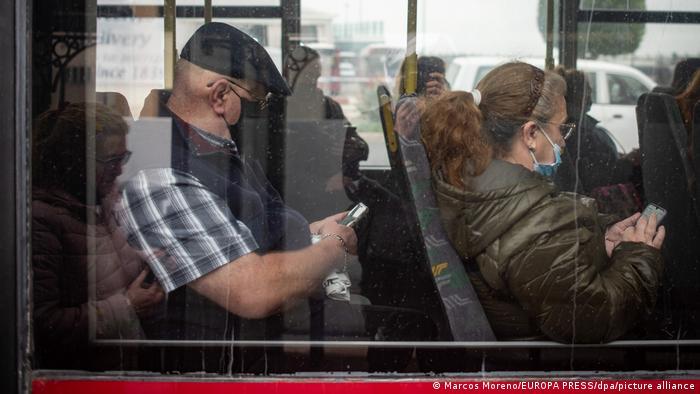 En el transporte público se continúa teniendo que llevar tapabocas.