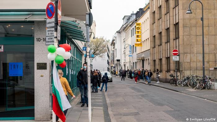 Опашка се изви и пред избирателната секция-2 в Кьолн