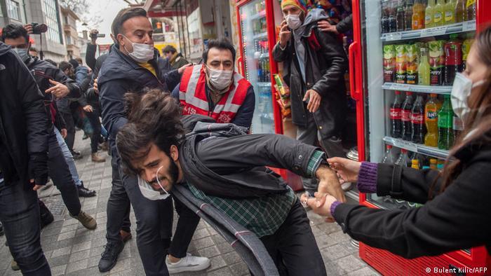 Türkei Istanbul | Auseinandersetzungen mit der Polizei während Studentenprotesten