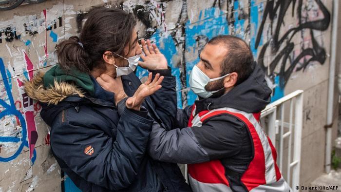Kadıköy'de 1 Nisan'da düzenlenen eylemde polisin sert müdahalesi fotoğraflara da yansıdı