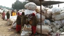 Indien Plastikmüll in Varanasi