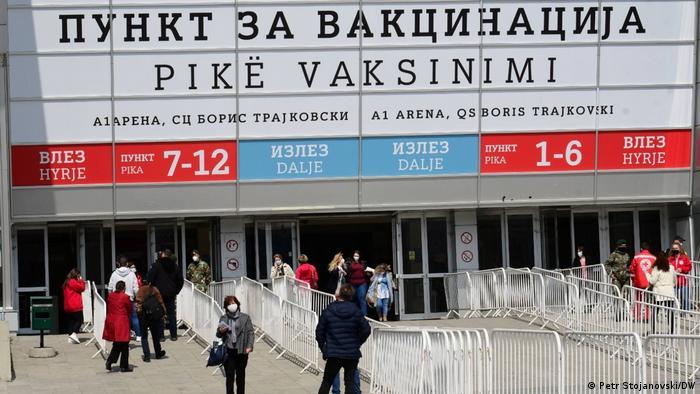 Impfungen mit dem COVID-19-Vakzin Sputnik-V in Skopje/Nordmazedonien