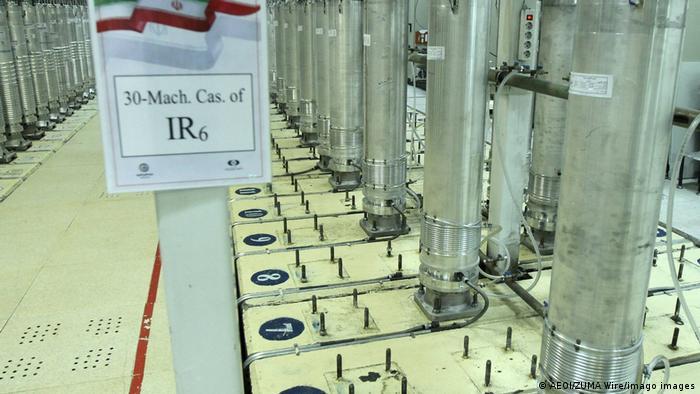 Irán anunció al Organismo Internacional de Energía Atómica (OIEA) que comenzará a enriquecer uranio a 60%, dos días después del sabotaje de su planta de enriquecimiento de Natanz. El país ya está enriqueciendo uranio a 20%. Un 60% de refinamiento lo pondría en condiciones de pasar rápidamente a 90% o más, lo necesario para usar el uranio con fines militares (13.04.2021).
