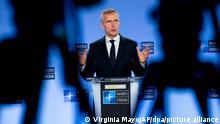 Jens Stoltenberg, Nato-Generalsekretär, spricht auf einer Pressekonferenz. Vertreter der Nato und Russlands sprechen auf dem Nato-Russland-Rat in Brüssel unter anderem über das drohende Aus des INF-Vertrags zum Verbot landgestützter atomarer Mittelstreckenwaffen und über den Konflikt in der Ukraine. +++ dpa-Bildfunk +++