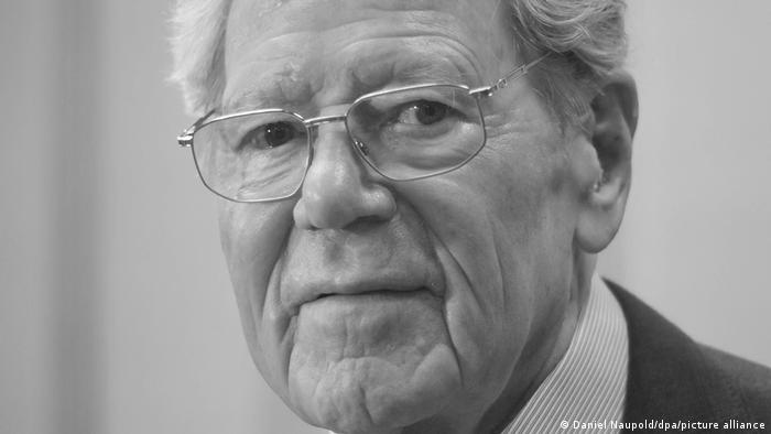 Close-up of Hans Küng, Swiss theologian, with glasses and smiling.