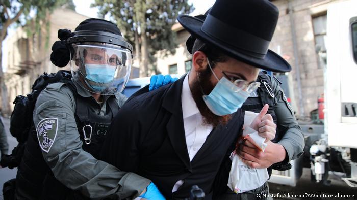 Israel Jerusalem | Festnahme jüdisch orthodoer während Protesten gegen Coronamaßnahmen