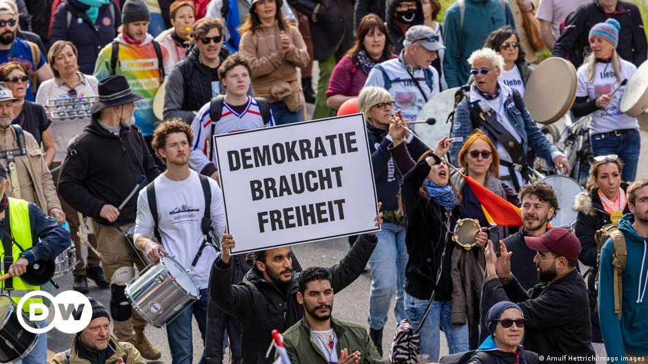 Deutsche-Gerichte-verbieten-Querdenker-Anti-Lockdown-Demos-Nachrichten-DW