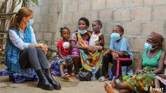 Mosambik | Margarida Loureiro und Kindern aus Cabo Delgado