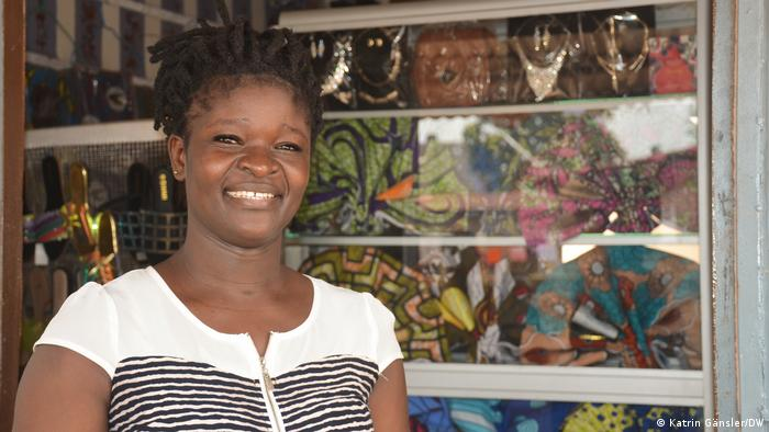 Benin   Jeanine Walla - Stoffhändlerin