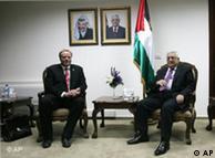 Dirk Niebel und Palästinenserpräsident Mahmud Abbas am 19.06.2010 in Ramallah Foto: AP)