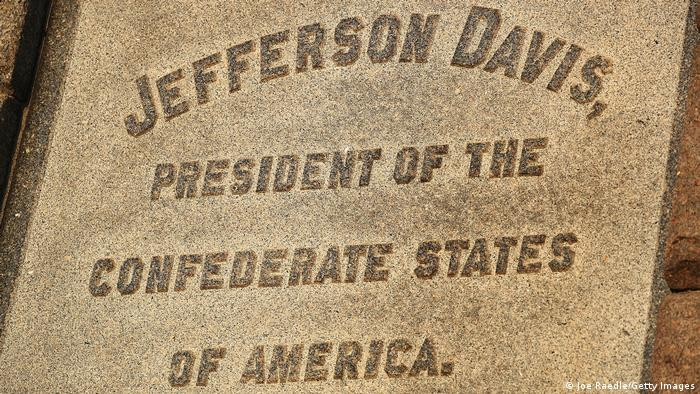 An inscription on a Jefferson Davis monument