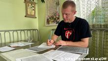 Сергий Мельянец сидит за столом