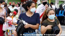 Peru Lima   Menschen mit Masken während Coronavirus-Pandemie