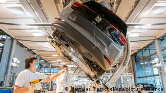 Производство электромобиля гольф-класса VW ID.3 на заводе Volkswagen в Дрездене