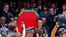 The flag draped coffin of Nobel-winning Portuguese novelist Jose Saramago is seen as it leaves Lisbon's City Hall for the cemetery Sunday, June 20, 2010. Also seen are Saramago's wife Pilar del Rio, 2nd right, Portugal's Prime Minister Jose Socrates, top center, and Spain's Deputy Prime Minister Maria Teresa Fernandez de la Vega, 6th left. Saramago died on June 18 at his home on the Spanish island of Lanzarote. (AP Photo/ Francisco Seco)